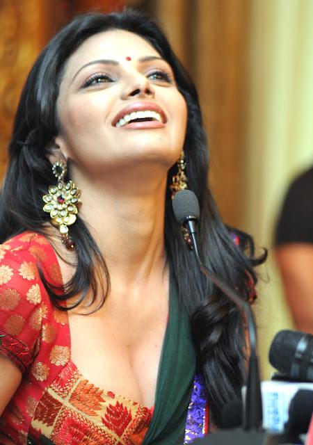 mouth open photo of sherlyn chopra