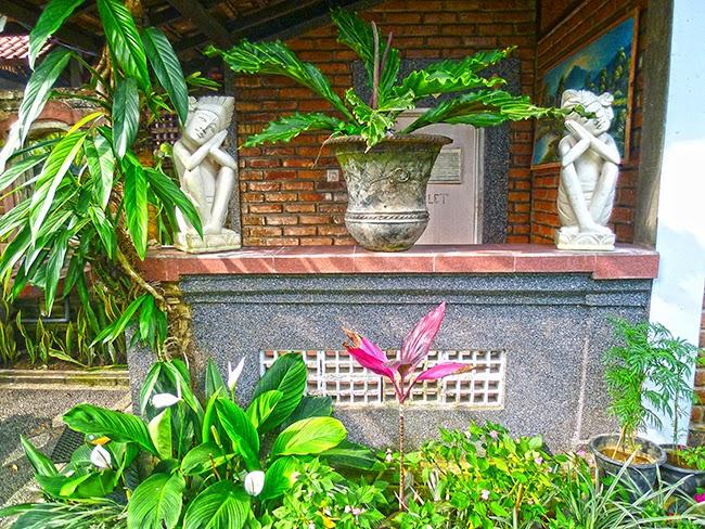 Lavabos en el restaurante de Bali