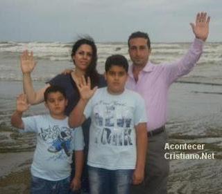 Pastor Youcef Nadarkhani y su familia tras salir libre de prisión