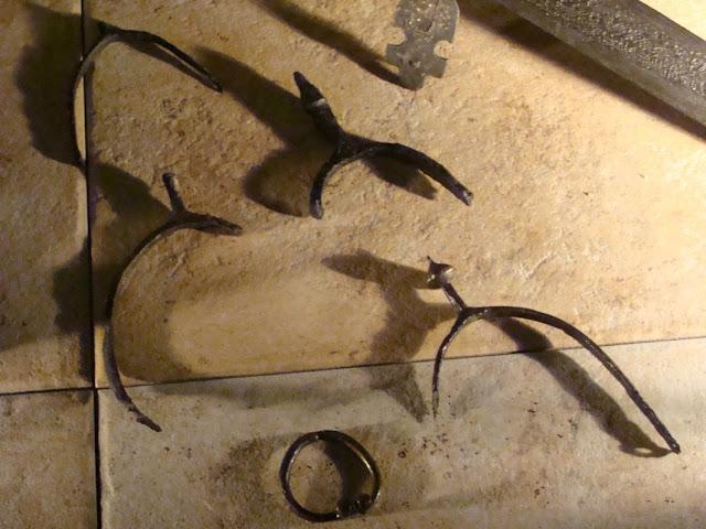 zabytki wczesnośredniowieczne z grodu i cmentarzyska w Gieczu - ostrogi