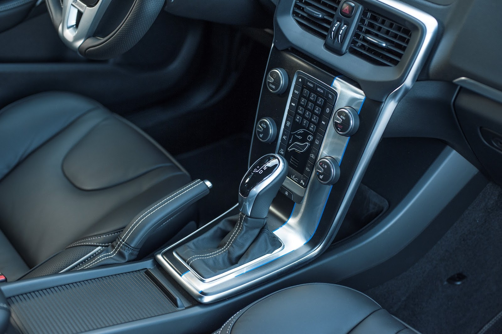 V40%2B%2526%2BV40%2BCROSS%2BCOUNTRY%2B1.5%2BT3%2BAUTO Το Volvo V40 Cross Country με το νέο κινητήρα 1,5 λίτρων, απόδοσης 152 ίππων από 21.900 €