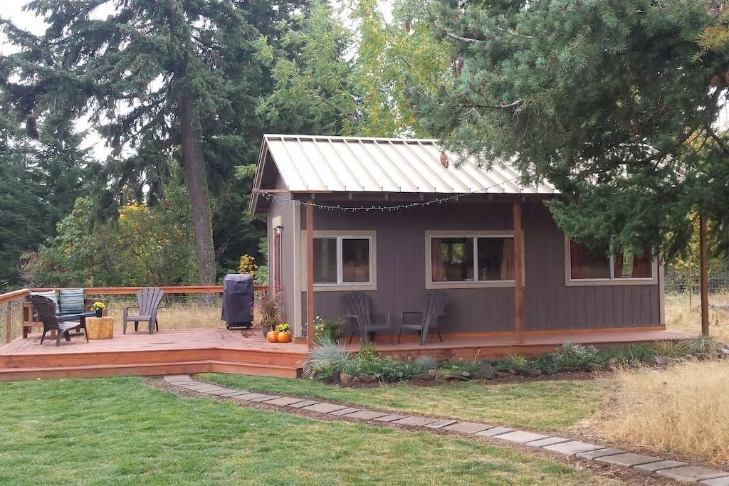 Mytinyhousedirectory tiny cozy cabin vacation rental for Tiny vacation homes