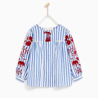 zara blusa azul rayas bordado niña - mis compras en las rebajas