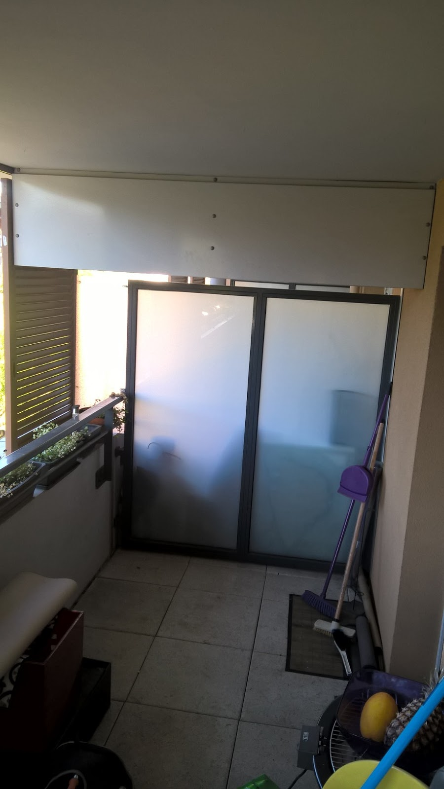 b t s management balcon livraison montage armoire de rangement et fixation tringle a rideaux. Black Bedroom Furniture Sets. Home Design Ideas
