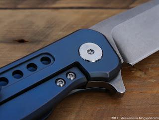 FURA titanium flipper with D2 blade