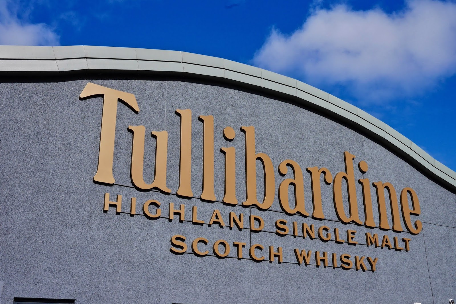 Tullibardine Whisky Distillery by cal mctravels