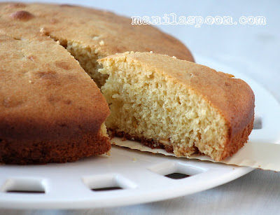 Delightfully light and delicious, this Lemon Ricotta Cake is  sweet-lemony and perfect for tea time! #lemon #ricotta #cake #italiancheesecake
