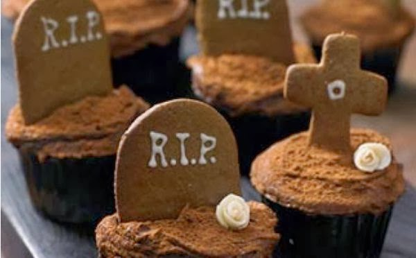 Undead gingerbread cupcake for Halloween party
