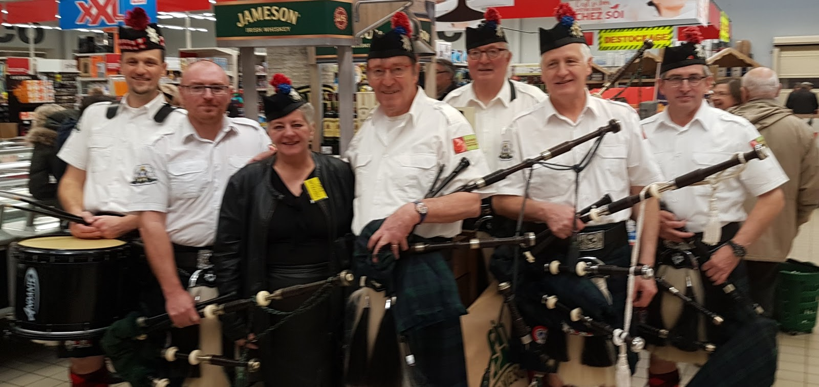 mers les bains 80 foire aux whiskies the samarobriva pipes and drums. Black Bedroom Furniture Sets. Home Design Ideas
