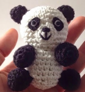 http://ganchibearte.blogspot.com.es/2015/03/tito-panda-free-pattern.html