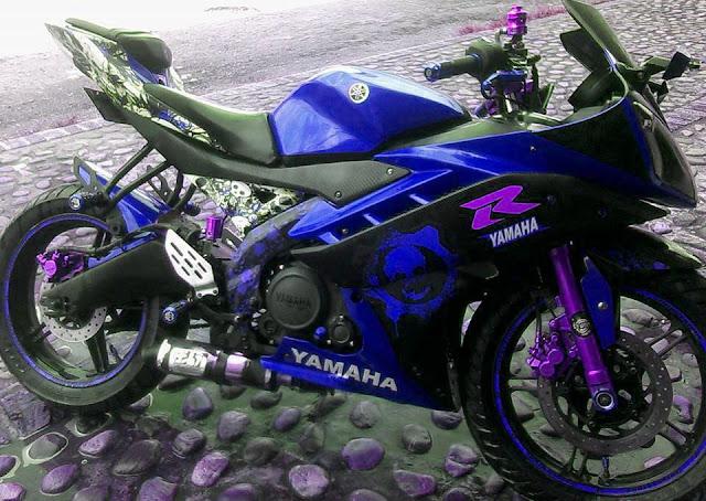Modifikasi Motor Yamaha R15 Striping Stiker