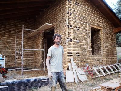 Σπίτι με cob και άχυρο στην Αγριά του Βόλου