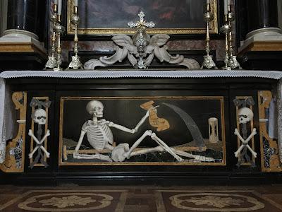 Altare dei morti in Clusone Santa Maria Assunta