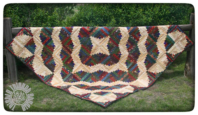 Curvy Log Cabin Quilt by Thistle Thicket Studio. www.thistlethicketstudio.com