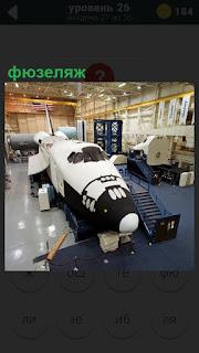 В цехе стоит фюзеляж бывшего космического корабля Буран