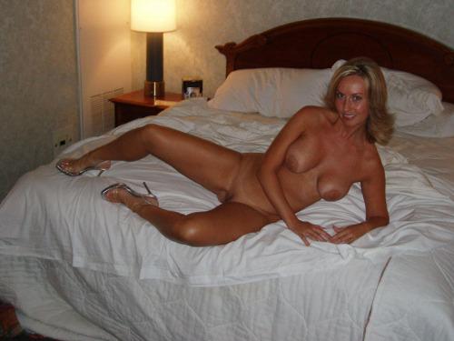 китае фото красивые голые жены в спальной тут сексуальная медсестра