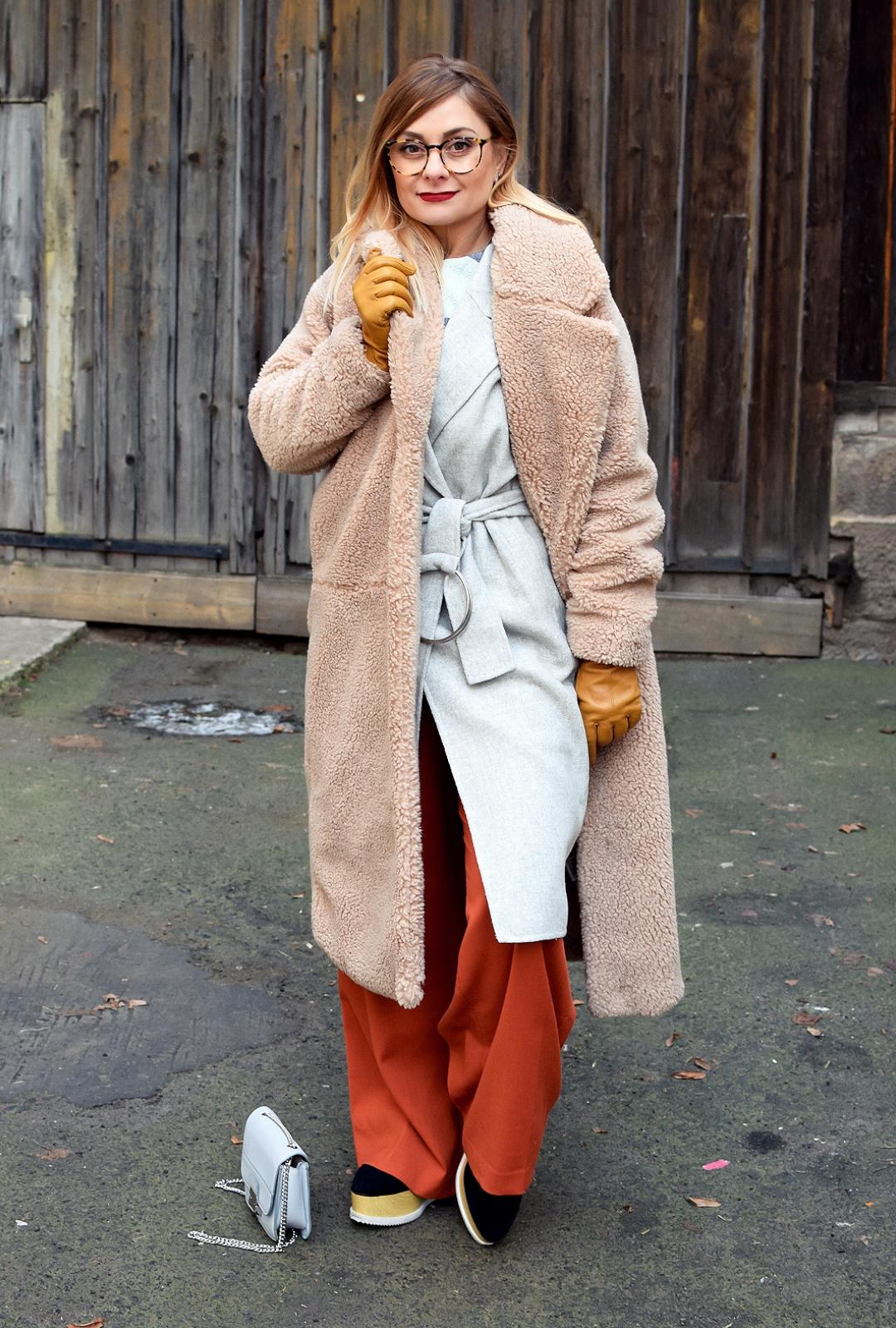 Was passt zu einem Mantel aus Teddyfell?