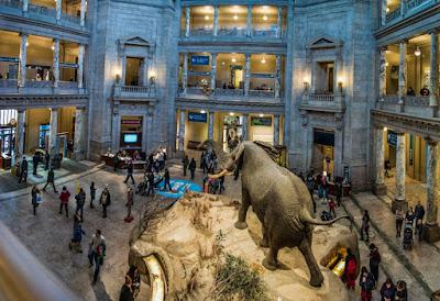 Το Λούβρο δεν είναι πια το δημοφιλέστερο μουσείο του κόσμου