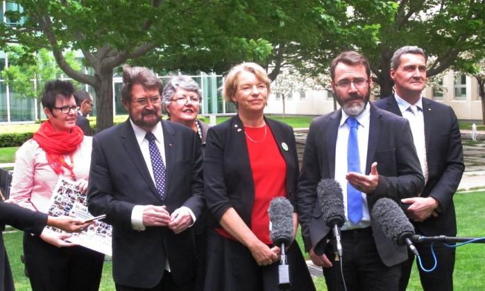 Grupos LGBT comemoram negativa a plebiscito sobre casamento igualitário na Austrália