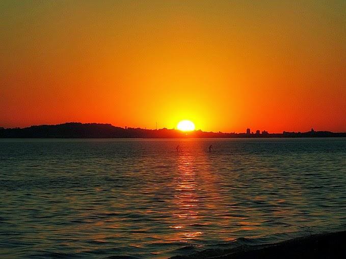Por do sol do Guaíba, na Praia de Ipanema, em Porto Alegre