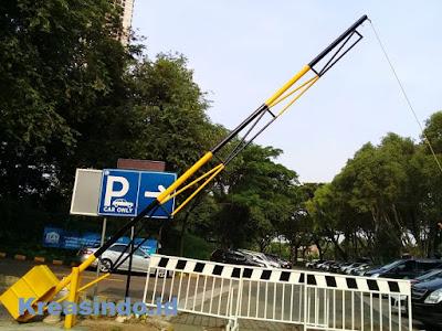 Portal Besi pesanan PT Sky Parking Utama untuk Rumah Sakit Siloam dan Universitas Pelita Harapan