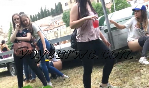 Girls Gotta Go 31 (Voyeur pee videos - Spanish girls peeing in public at festival)