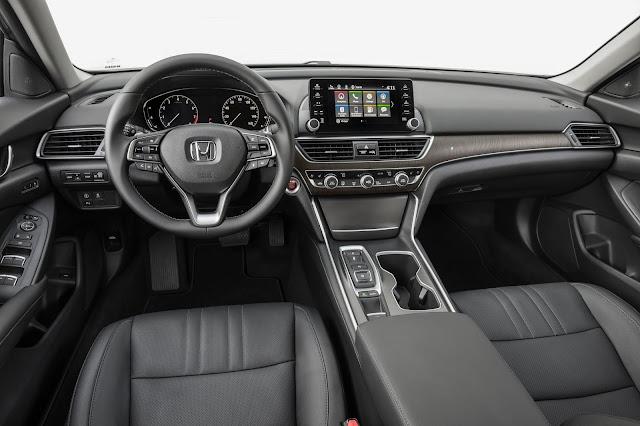 2018 Honda Accord 2.0T Touring interior