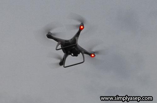 DRONE : Teknologi video drone juga sudah lama dimanfaatkan dalam meningkatkan kualitas reportase untuk pembaca setianya. Foto Asep Haryono