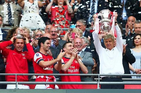 Ông Wenger đã cùng đội tuyển Arsenal trải qua nhiều thăng trầm và đạt được những thành tích xứng đáng.