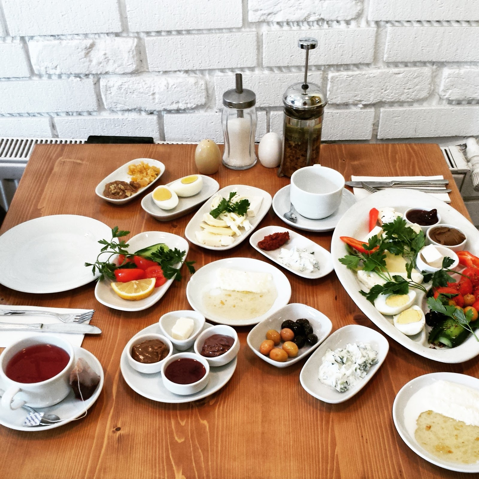 Traditional Turkish breakfast at Van Kahlvati Evi in Cihangir Istanbul  |  Postcard from Istanbul on afeathery*nest  | http://afeatherynest.com