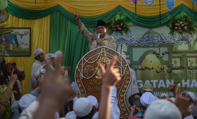 Pekikan 'Prabowo Presiden' Bergema di Haul Mbah Priok