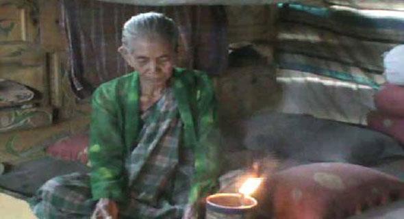 Nenek Ini Tinggal Sebatang Kara Dan Hidup Di Gubuk Bekas Kandang Ayam