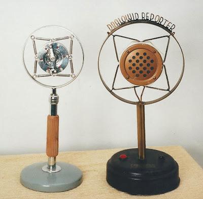 Microfono a carbone a corrente trasversale, Allocchio Bachini, Italia – anni '30 ; Microfono a carbone a corrente trasversale, Dralowid Reporter, bianco, Svizzera – 1932