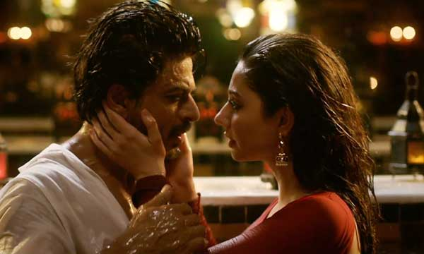 Mahira Khan in Raees, with SRK, Zaalima Song, bathtub scene, getting cozy