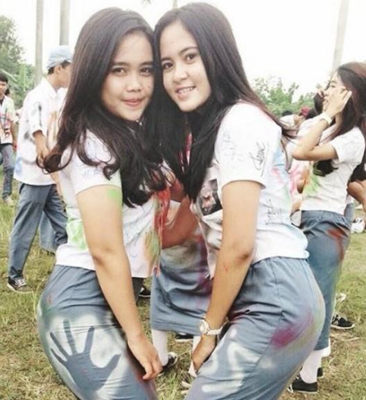 Foto Hot Gadis SMK Pamer Toket Dan Paha Mulus sexy