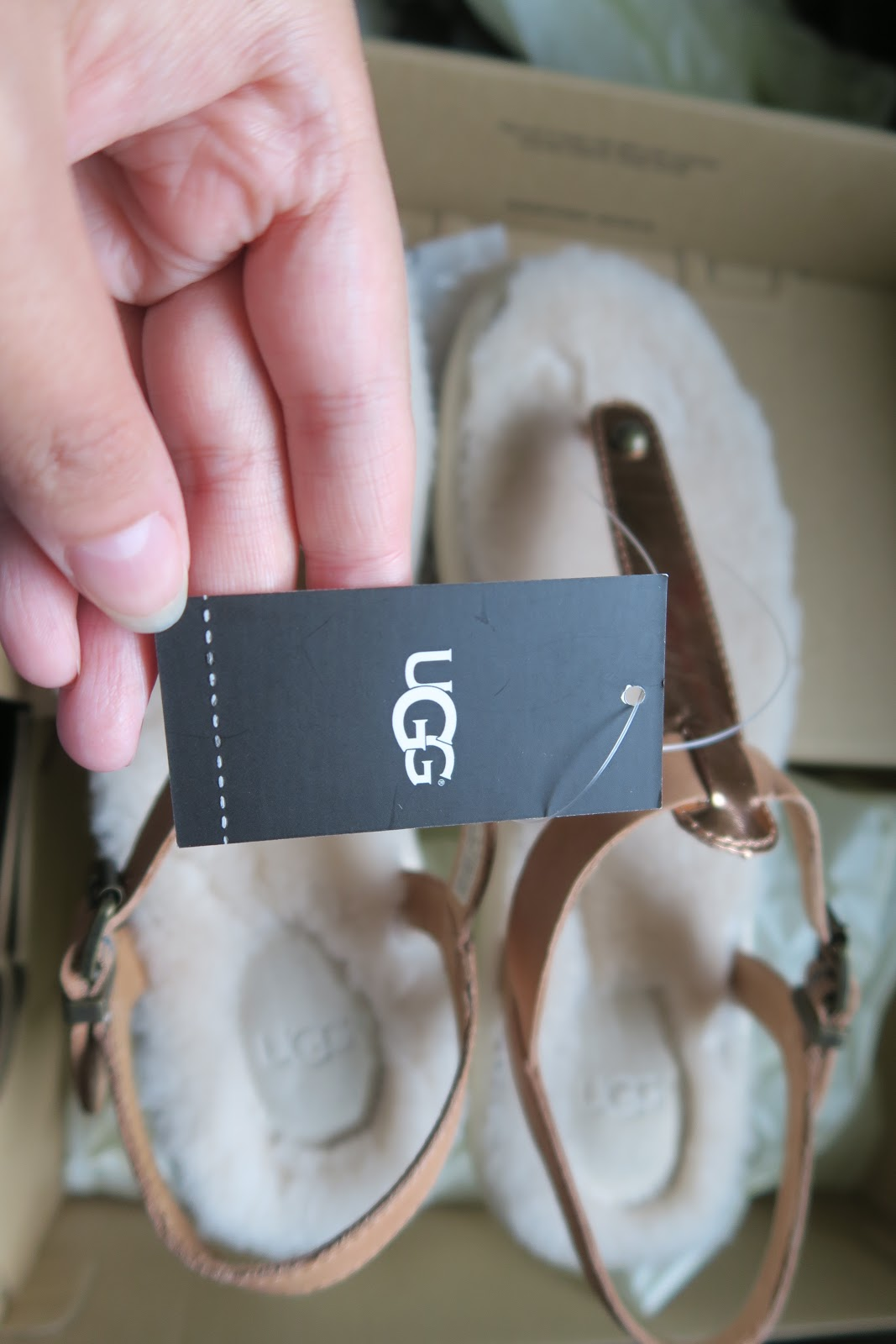 4c851835baf lifestyle: Ugg w Lou Lou unboxing Sandals with fur
