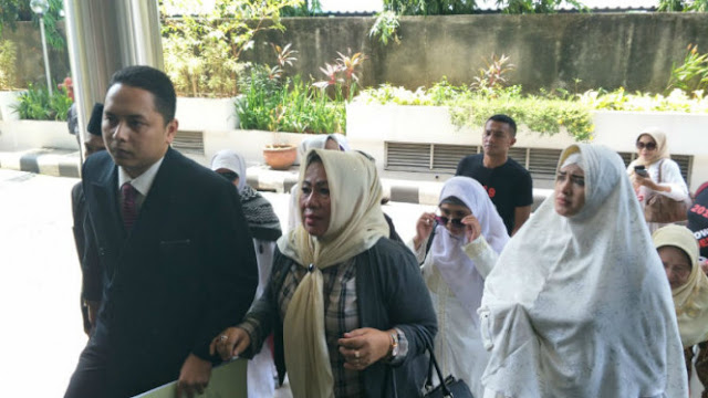 Barisan Emak-emak Militan Laporkan Farhat Abbas ke Polisi