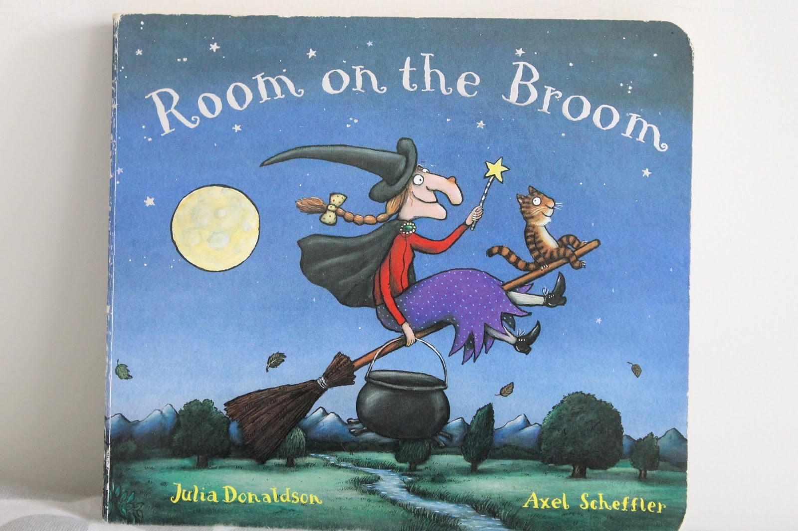 kids books halloween, halloween books, childrens books for halloween, toddler books for halloween, room on the broom