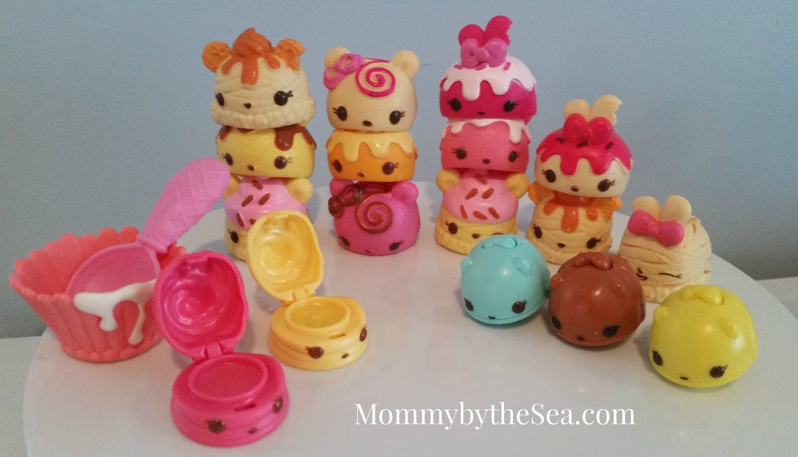 The Busy Giffs Meet The Num Noms