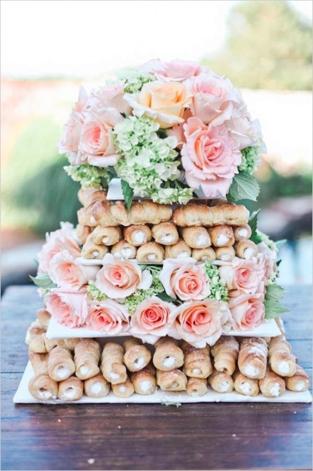 Rurki z kremem na wesele, ciasta na wesele, tort weselny z rurek z kremem, tort weselny inne alternatywy, Tort weselny, przyjęcie weselne, wesele, słodki stół', słodkości na weselu, organizacja wesela, dekoracja stołu słodkiego, Inspiracje ślubne