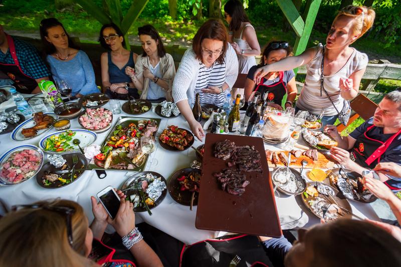 sokolow, akademia smaku, uczta, uczta qulinarna, garden party, zycie od kuchni, kukbuk, weber, grill, grill weber, wolowina dojrzewajaca, garden party