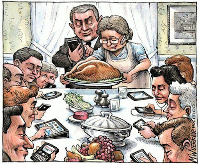 modern_family_dinner_cellphone