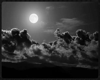 vague-nuages-lune-noir-blanc