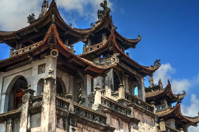 Bewildered Phat Diem Cathedral's architecture 4