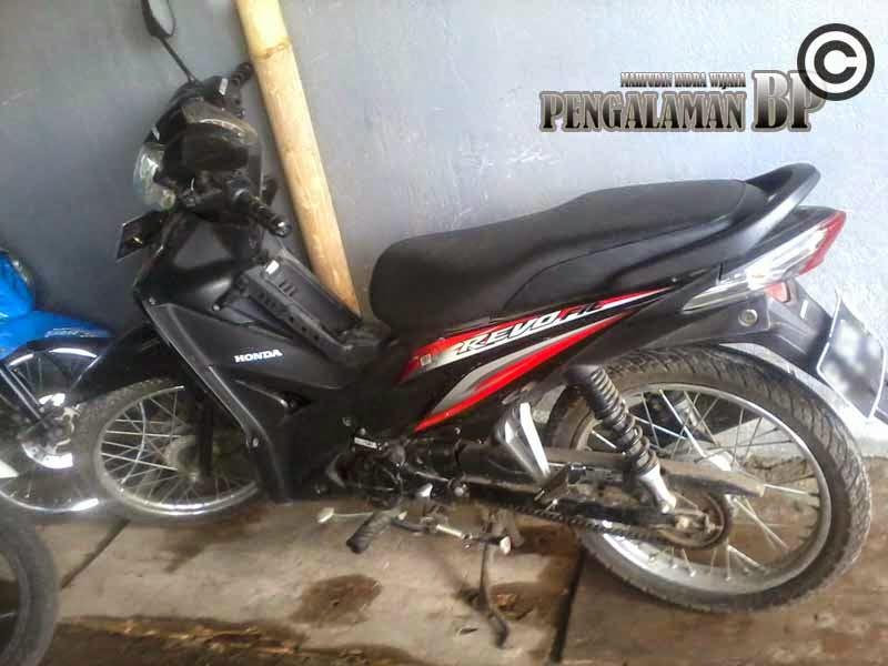 Sepeda motor honda Revo Warna Hitam