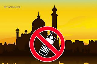 Memainkan Hp di Masjid hukum menggunakan hp dalam islam  hukum berfoto di masjid  larangan di dalam masjid  hukum mengantongi hp saat sholat  adab menggunakan hp  hukum sholat mengantongi barang  hukum makan sambil main hp  yang dilarang di masjid