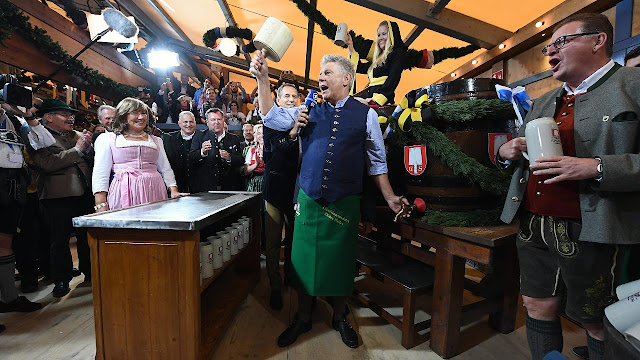 Apertura del primer barril en la Oktoberfest (Múnich) (@mibaulviajero)