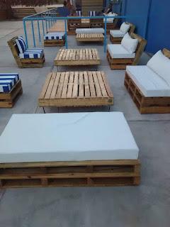 espacio compartido con palets de madera
