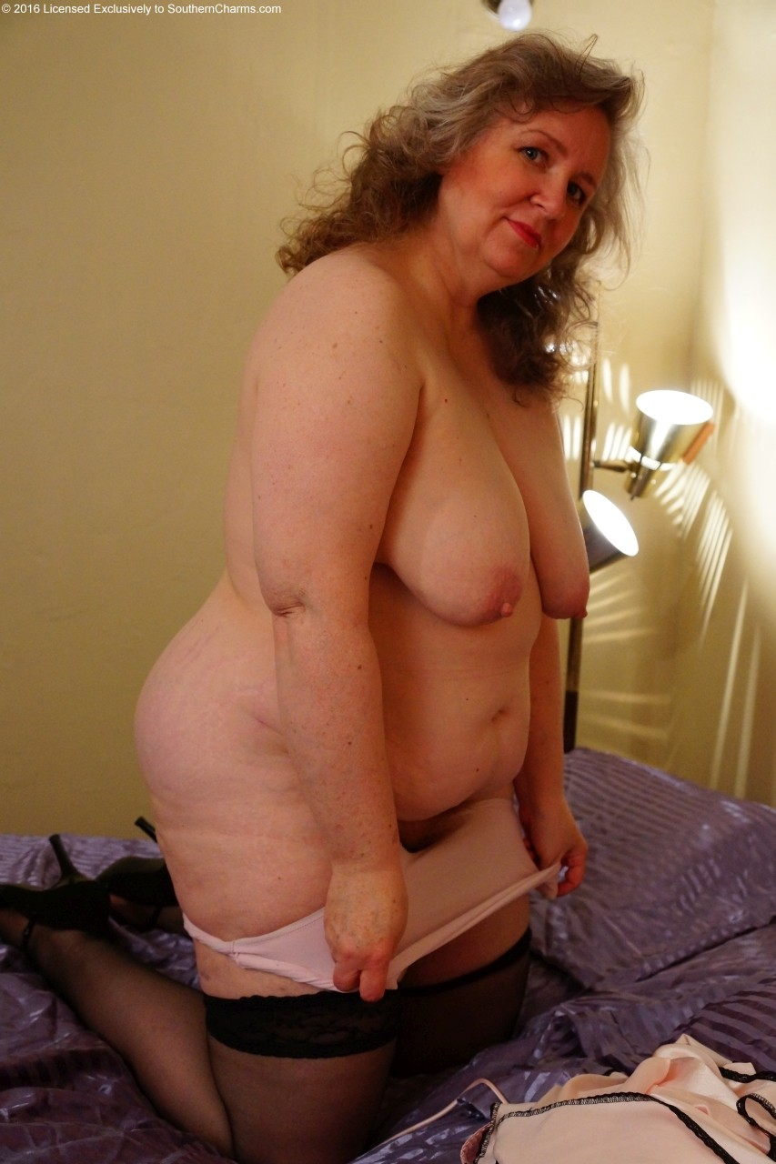 Naked Mature Women Photos