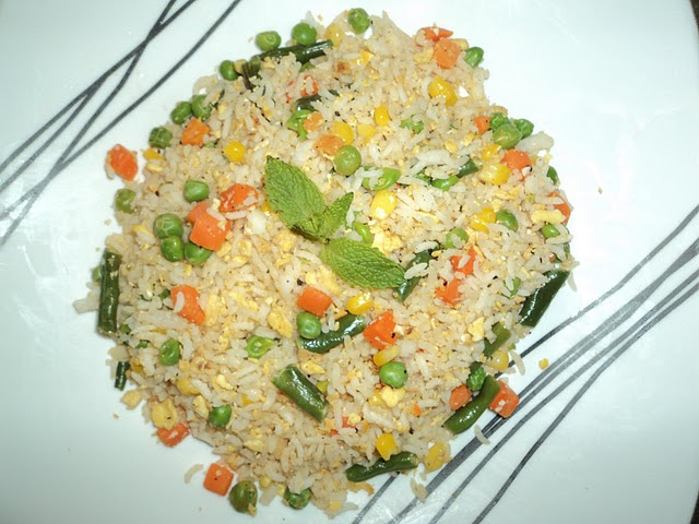 Garlic flavoured egg fried rice